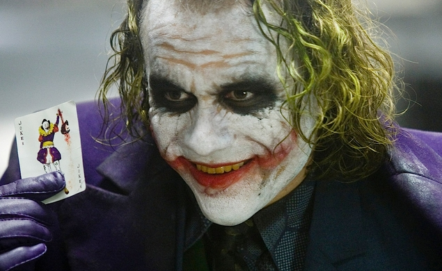 01 Batman The Dark Night Se revela el truco del lapiz del Joker