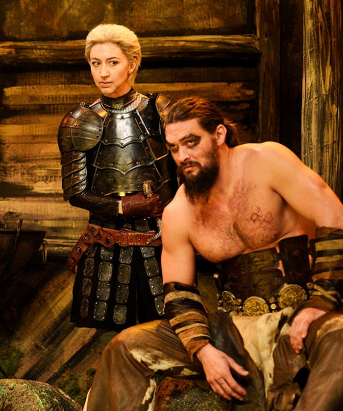 02 Jason Momoa revive a Khal Drogo para Saturday Night Live